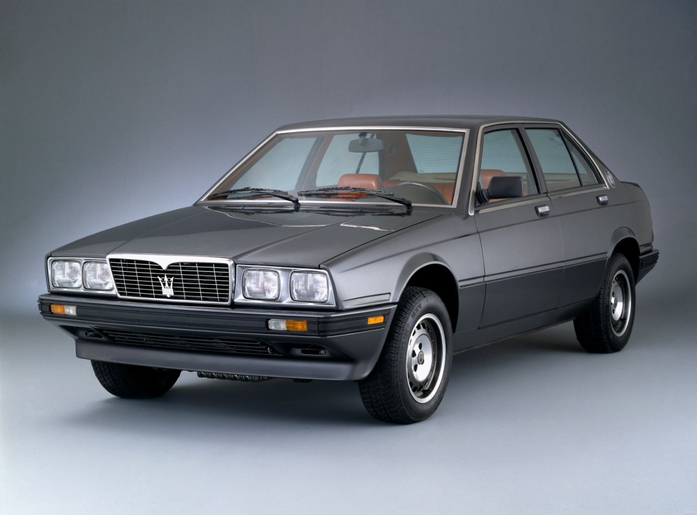 1985 Maserati 420 - overview of a gray classic car model