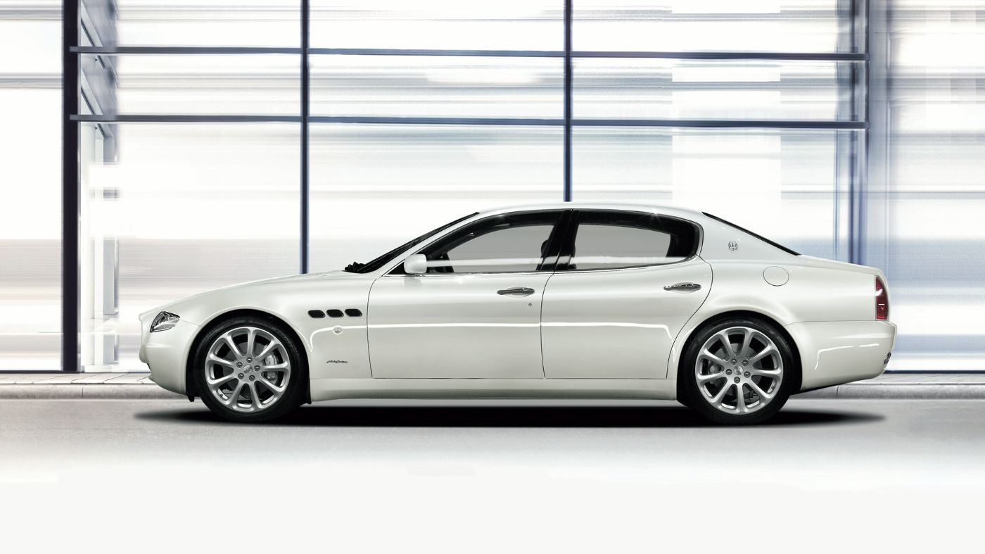 2006 Maserati Quattroporte V Automatica - side view of the Pininfarina-designed sedan