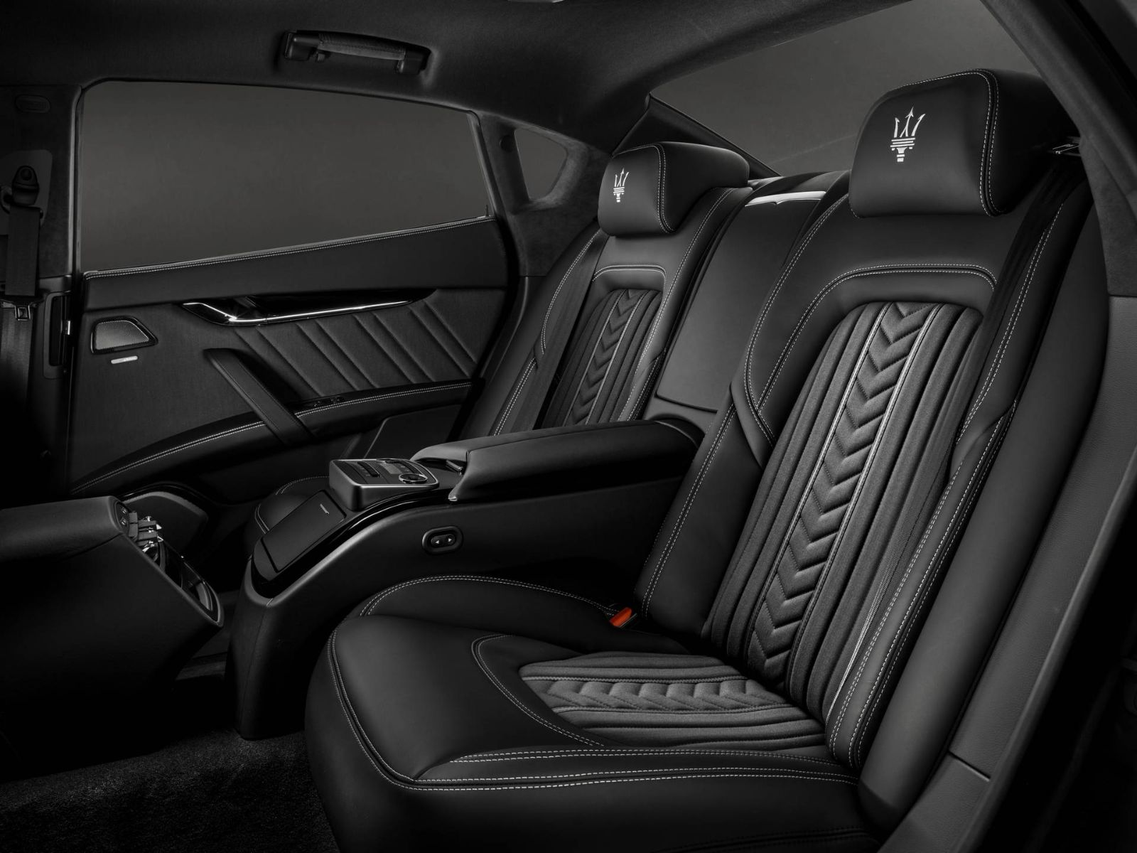 Rear seats design in black leather by Ermenegildo Zegna - Maserati Quattroporte GranLusso